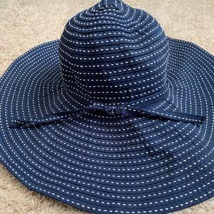 Large brimmed flappy summer derby hat